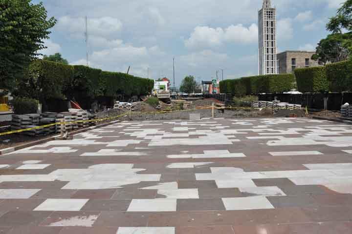 Avanzan trabajos de remodelaci n de plazas p blicas de morelia - Pavimentos para aceras ...